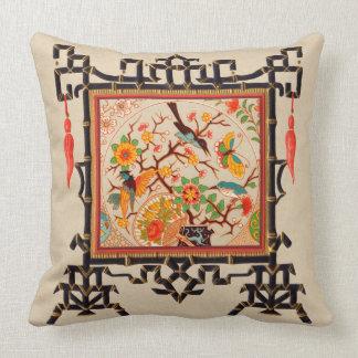 Pájaros y mariposas con la frontera de bambú cojín decorativo