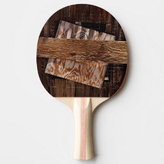 Pala De Ping Pong Subido encima de ventana de madera vieja de la