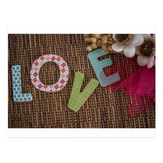 Palabra del amor en la rota tejida postal