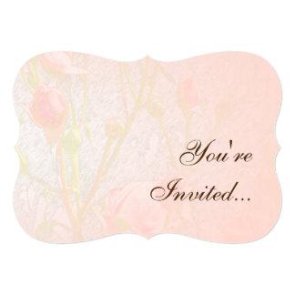 Palidezca - los capullos de rosa rosados invitación 12,7 x 17,8 cm
