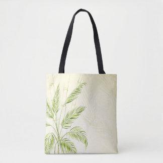 Palmeras en la bolsa de asas de bambú del bosque