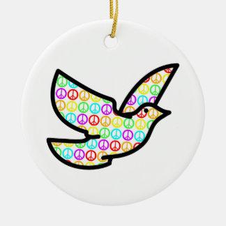 Paloma de los signos de la paz del arco iris adorno navideño redondo de cerámica
