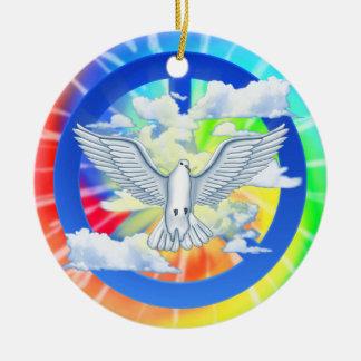 Paloma del teñido anudado de la paz adorno navideño redondo de cerámica