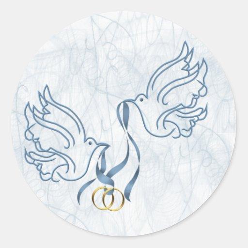 Palomas con los anillos de bodas pegatina redonda