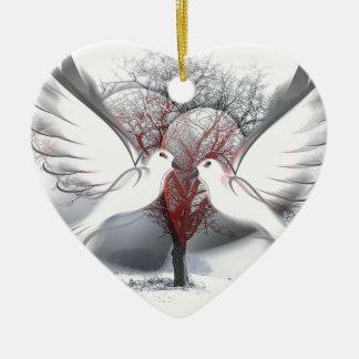 Palomas de la paz adorno navideño de cerámica en forma de corazón