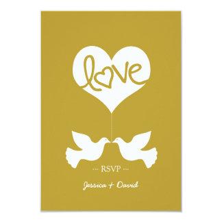 Palomas del amor con el corazón RSVP (oro Invitación 8,9 X 12,7 Cm