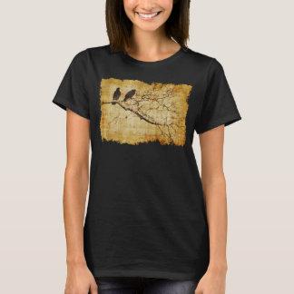 Palomas en la camisa de la rama