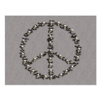 Palos y signo de la paz de los cráneos postal