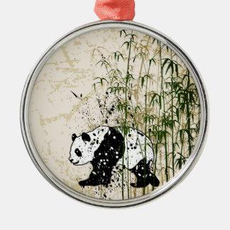 Panda abstracta en el bosque de bambú adorno redondo plateado