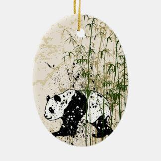 Panda abstracta en el bosque de bambú adorno ovalado de cerámica