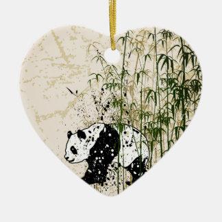 Panda abstracta en el bosque de bambú adorno de cerámica en forma de corazón