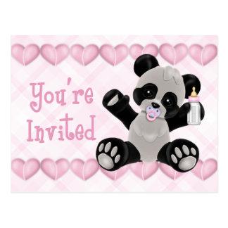 Panda con la invitación de la fiesta de bienvenida