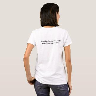 Panda del baile y camiseta del conejito