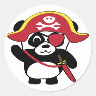 Panda en traje rojo del pirata pegatina redonda