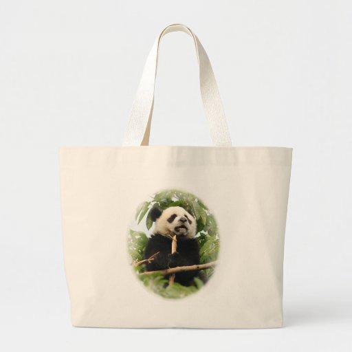 Panda. gigante joven bolsa