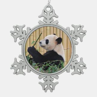 Panda que come el bambú adorno