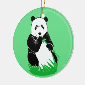 Panda que come el ornamento verde de bambú del adorno redondo de cerámica