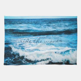 """Paño De Cocina """"Monte la cocina azul de la foto del océano de"""