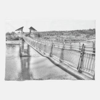 Paño De Cocina Pasarela sobre el río del norte de Saskatchewan