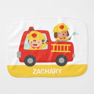 Paño Para Bebés Coche de bomberos rojo con el muchacho y el perro