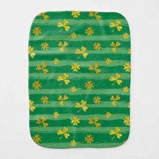 Paño Para Bebés El verde de oro del trébol de St Patrick raya el