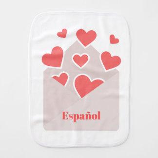 Paño Para Bebés Español un sobre con los corazones que flotan de