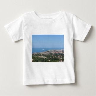 Panorama aéreo espectacular de la ciudad de camiseta de bebé