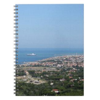 Panorama aéreo espectacular de la ciudad de cuaderno