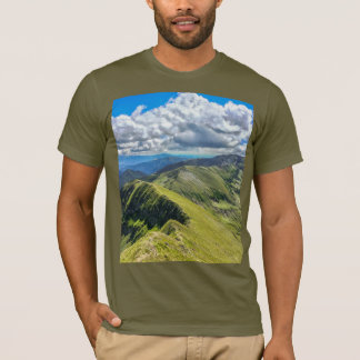 Panorama de la montaña de la camiseta de los