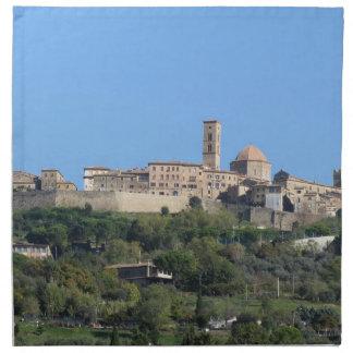 Panorama del pueblo de Volterra, Toscana, Italia Servilleta De Tela