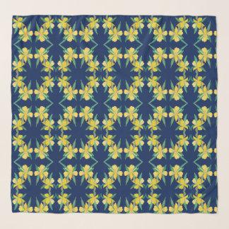 Pañuelo azul con las flores amarillas