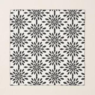 Pañuelo Diseño geométrico elegante, negro en la gasa