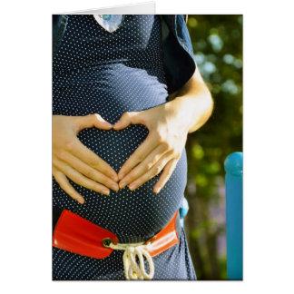 Panza de la mujer embarazada tarjeta de felicitación