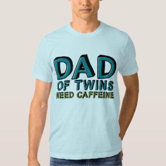 Papá del cafeína de la NECESIDAD de los gemelos Camiseta