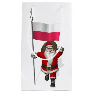 Papá Noel con la bandera de Polonia Bolsa De Regalo Pequeña