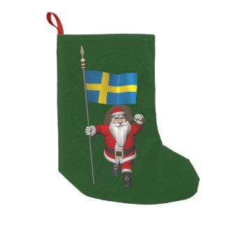 Papá Noel con la bandera de Suecia Calcetín De Navidad Pequeño