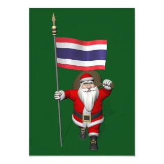 Papá Noel feliz con la bandera de Tailandia Invitación 12,7 X 17,8 Cm