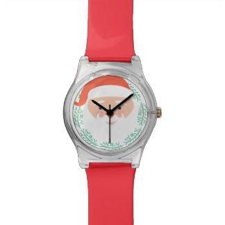 Papá Noel lindo hace frente con el reloj grande de