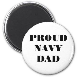 Papá orgulloso de la marina de guerra del imán