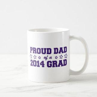 Papá orgulloso de un graduado 2014 tazas