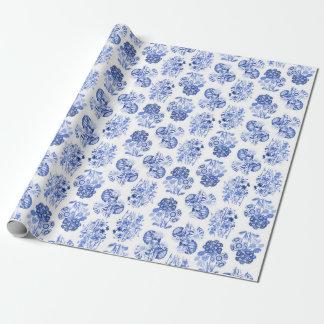 Papel de embalaje floral azul de Delft