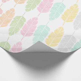 Papel de embalaje modelado plumas en colores
