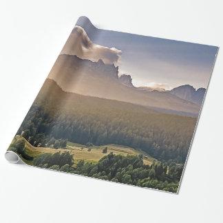 Papel de embalaje pintado de la montaña