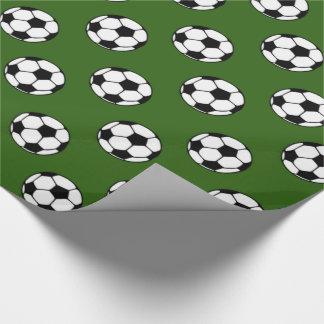 Papel De Regalo Balones de fútbol blancos y negros en verde