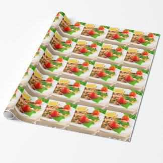 Papel De Regalo Ensalada de pedazos blanqueados de mariscos en una