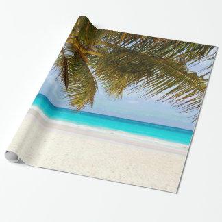 Papel De Regalo Palmeras en el mar y el cielo azules de la playa
