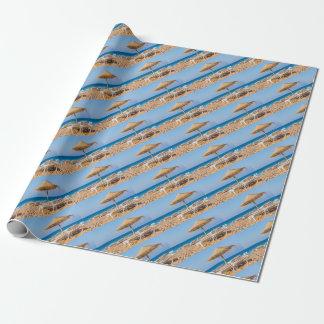 Papel De Regalo Parasol de mimbre con la playa beds.JPG