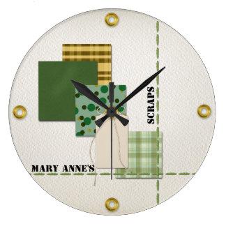 Papel, etiqueta, cordón, costura, y remaches del reloj redondo grande