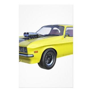 Papelería coche del músculo de los años 70 en amarillo y