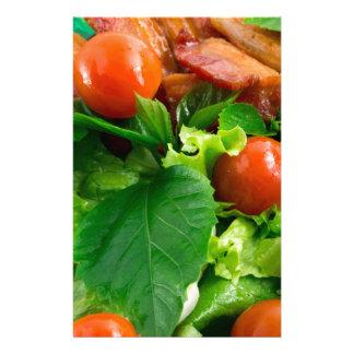 Papelería Detalle de una placa con los tomates de cereza,